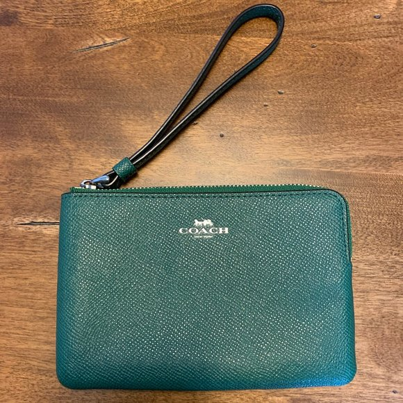 Coach Authentic Green Leather Corner Zip Wristlet